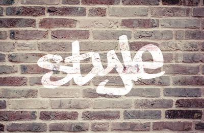 montage photo tag sur un mur de briques pixiz. Black Bedroom Furniture Sets. Home Design Ideas