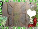Une fée dessiné par Gino Gibilaro avec coeurs , colombe de la paix  , roses