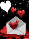 une enveloppe avec des coeurs 1 photo