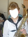 Jeune fille avec saxophone