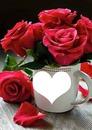 taza con rosas