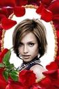 Червени розови листенца