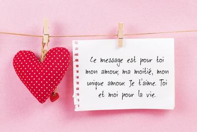 Message d'amour avec cœur suspendu