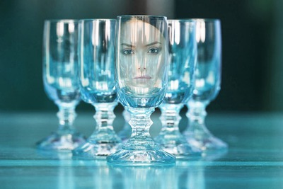 Αντανάκλαση σε ένα ποτήρι