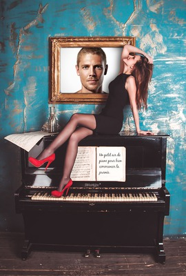 Photo frame with girl on a piano and personal text