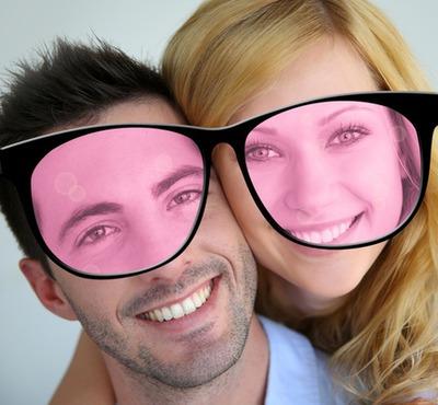 Okuliare vidieť život v ružovej farbe