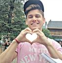 nacho tiene tu foto en la mano en forma de corazon