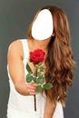 chica con rosa roja