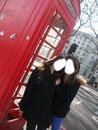 2 personne avec cabine telephonique de londre