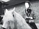belle à cheval