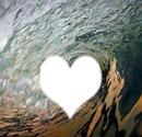 Visage dans un coeur sur la mer