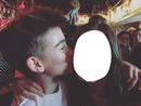Johnny Orlando beso