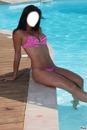 brune en bikini