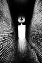 couloir sombre interminable