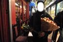 vendeur de fleur indien
