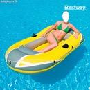 Femme bateau gonflable