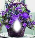 Canasta de flores y rosas lilas.