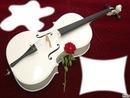 violon blanc avec une rose rouge