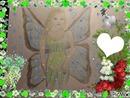 Une fée dessiné par Gino Gibilaro avec coeurs , colombe de la paix , muguet , roses