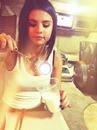 Selena gomez Oreo con tenedor *-*