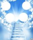 escalier qui monte vers le ciel