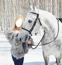 b:londe avec cheval blanc