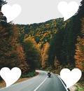 Foto con corazones a su alrededor
