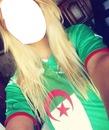 Femme Blonde Portant Le Maillot D'Algérie.