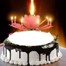 torta compleanno con candeline