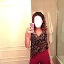 A Martina a tirar fotos com o telemóvel