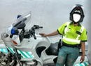 chica guardia civil motorizada