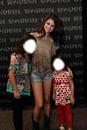 Selena y 2 fans