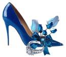 Zapato con rosas azules.