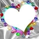 1 coeur entouré de pierres précieuses 1 photo