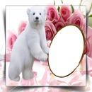 fond de rose avec un ours tenant cadre ovale pour la photo