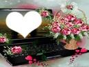 ordinateur avec des roses
