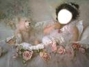 petite fille au berceau fleuri