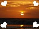 coucher de soleil avec des coeurs