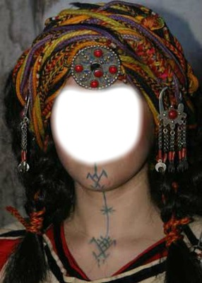 femme avec tatou traditionel