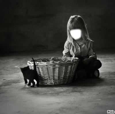enfant avec un chaton