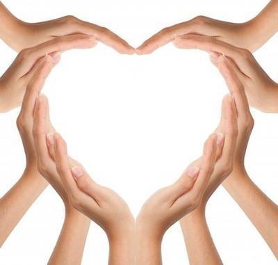des mains qui forme un coeur 1 photo