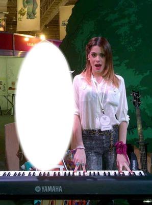 Toca el piano con Tini