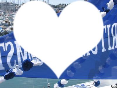 un coeur sur une banderole bleu