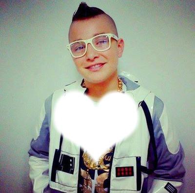 Photo Montage Mc Gui Pixiz Mc gui é um jovem cantor e compositor de funk ostentação brasileiro que tem vindo a pôr o brasil a dançar ao som de suas músicas animadas. photo montage mc gui pixiz