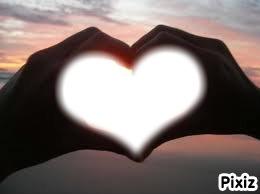 Mains forment un coeur