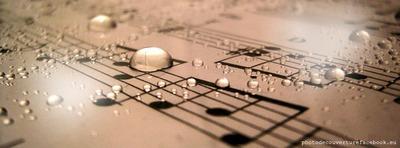 Note de musique romantique avec des gouttes