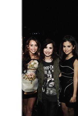 Miley Demi et Selena