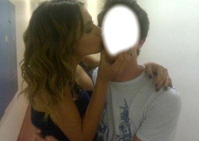 bacio martina stoessel-violetta
