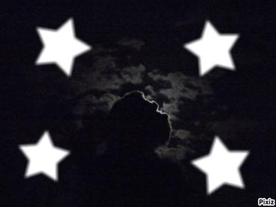 une lune et 4 étoiles