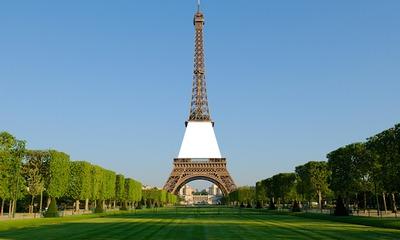 Affiche sur la Tour Eiffel